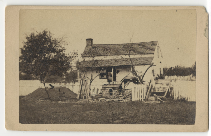 Image: Lydia Leister farmhouse after the Battle of Gettysburg